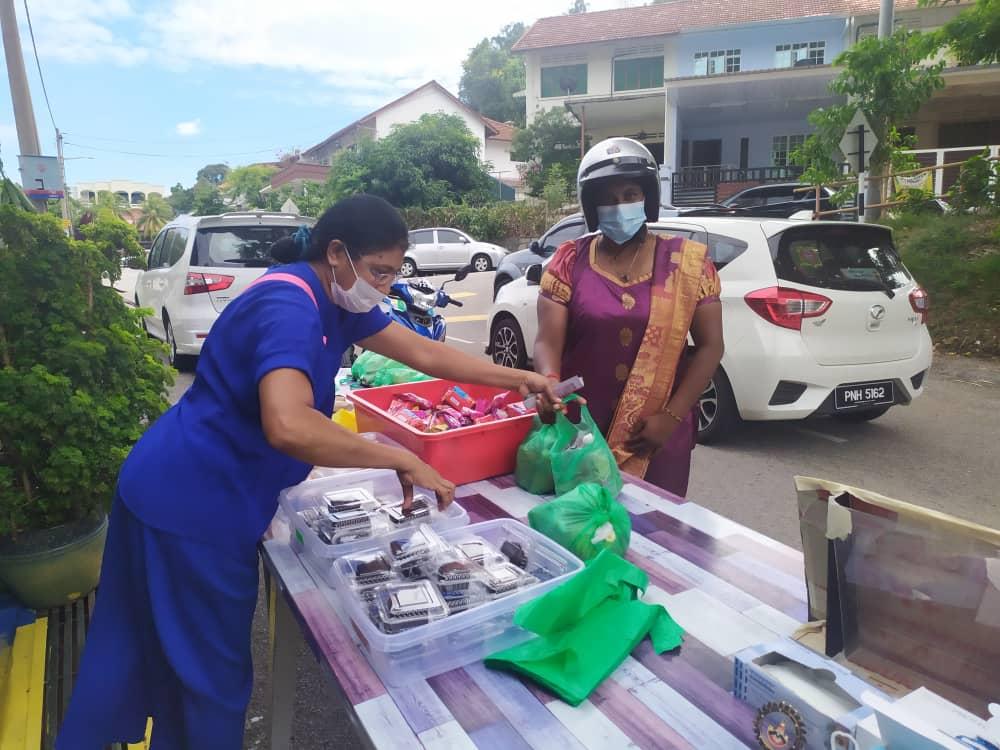 Meena (left) distributing food at Arati Vilas.